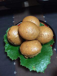 料理の盛り付けには葉っぱがふんだんに使われていました。黒糖饅頭